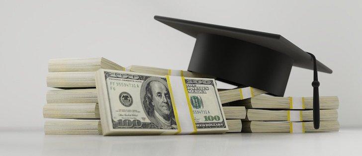お金と学生帽